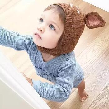 ぴょこっと、キュートな耳が付いたバンビの帽子も。 つかまり立ちの姿を見ても、なんだか、小鹿が立ったような感動・・♪