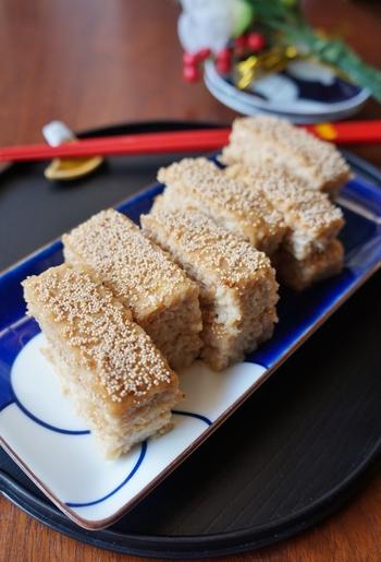 こちらの松風焼きは、鶏肉と豆腐、調味料を混ぜてオーブンで焼くだけのレシピ。 あっという間にできて子どもも好きな味付けなので、ぜひ作ってみてくださいね。