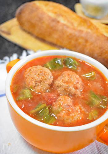 セロリ・キャベツ・ミートボールなど、たくさんの具材が入ったボリューム満点のトマトスープ。セロリの爽やかな香りは、トマトの酸味と相性抜群です。美味しいミートボール入りのスープなら、お野菜が苦手なお子さんも喜んで食べてくれそうですね♪