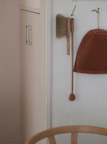 壁面にも収納できるようになるので、使いたい場所にお掃除道具をスタンバイ。 出し入れしやすいので、お掃除のハードルも下がります。 お家のあちらこちらに、理想的な収納を作れるマグネット。ぜひ、取り入れてみてくださいね。