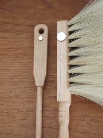 取り付けたいアイテムのほうにはマグネットを、ボンドやマステで貼り付けます。 マグネットは100円ショップでもサイズ展開が豊富です。 柄の細いお掃除アイテムやペンにも取り付けられるような、小さなマグネットもありますよ。