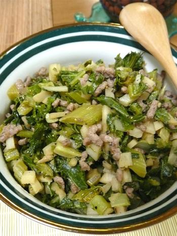 こちらはセロリの葉をオリーブオイルで炒めて、洋風に味付けした簡単&美味しい「洋風葉っぱのふりかけ」です。挽肉がたっぷり入ったボリューム満点のふりかけなら、お野菜が苦手なお子さんも喜んでモリモリ食べてくれそうですね。