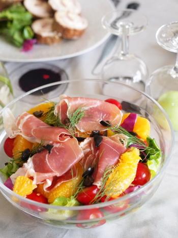 いつものお料理でもハムがすこし入るだけで、味に奥行きがプラスされ、華やかな印象に。ハムは美味しい上に彩りもきれいなので、上手に活用していきたい食材ですね。