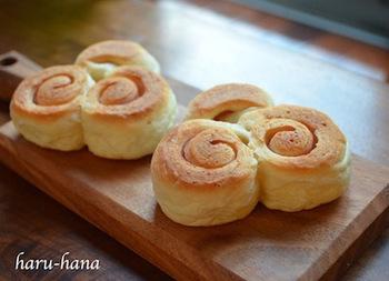渦巻にしたハムパンは高さを低めに作れば、フライパンでも上手に焼き上げることができます。シンプルなハムパンなので、ちいさい子供も美味しく食べられます。
