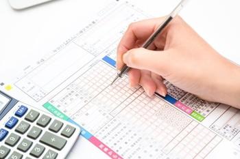 税金の控除を受けるためには、確定申告をするか、ワンストップ特例制度の適用に関する申請が必要になります。