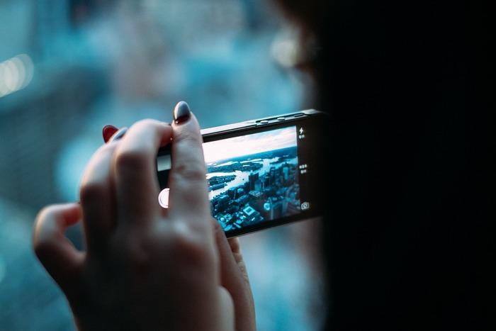 ストックフォトの会社の多くは、アップロードされた写真が適正な写真かどうかの審査があります。ピント、露出など写真素材として適正かどうかといった写真そのものに関する審査のほか、タグ付けが適正かどうかも審査の対象になります。審査に通ると、いよいよ写真の販売が始まります。