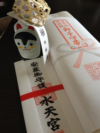 福岡県の久留米水天宮が総本宮で、東京は分社です。東京に水天宮が創建されたのは、1818年(文政元年)のこと。天御中主神(あめのみなかぬしのおおかみ)をはじめ、安徳天皇(あんとくてんのう)や建礼門院(けんれいもんいん)、二位の尼(にいのあま)の四神が祀られています。