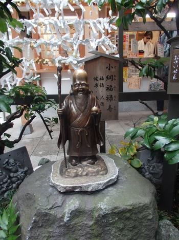 柔和なお顔の福禄寿。健康長寿のご利益とともに、「福徳」「人徳」「財徳」など、さまざまな「徳」を授ける神様と言われています。