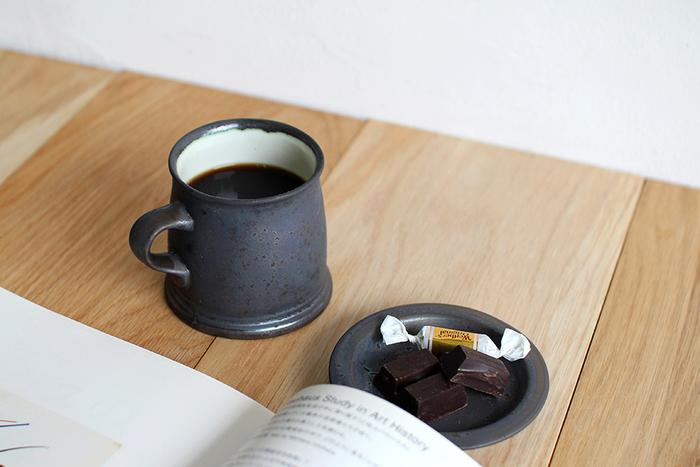 例えば、チョコレートたっぷりのケーキやドーナッツと一緒にコーヒーを楽しみたいというときには、重厚感と深いコクのあるインドネシアのコーヒーが◎。反対にトーストやサンドイッチと一緒にモーニングを楽しむ場合には、南米系の、酸味がありさっぱりとした軽めのコーヒーがおすすめ。