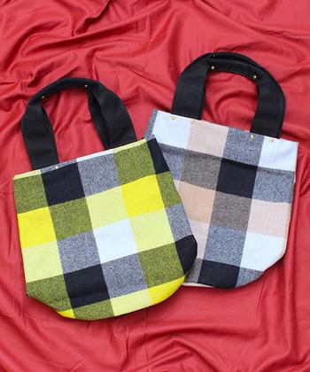 チェック柄小物で取り入れやすいアイテムと言えば、やっぱりバッグは外せません。ピンクとイエローをベースにしたブロックチェックデザインで、シンプルコーデに女性らしさと季節感をプラス。