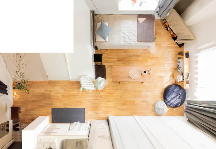 「週末には友達をたくさん呼びたい」「お部屋でヨガなどの運動をしたい」という人は、大きな家具をひかえめに。床の面積を広くキープしておきましょう。折りたたみ式のソファやテーブルを活用するのもいいですね。