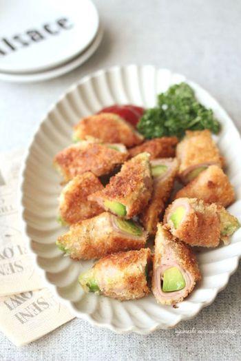 アボカドを魚肉ソーセージでクルンと巻いてあげた「アボカドの魚肉ソーセージロールフライ」アボカドも魚肉ソーセージも生で食べられるものなので、さっと揚げるだけでok!