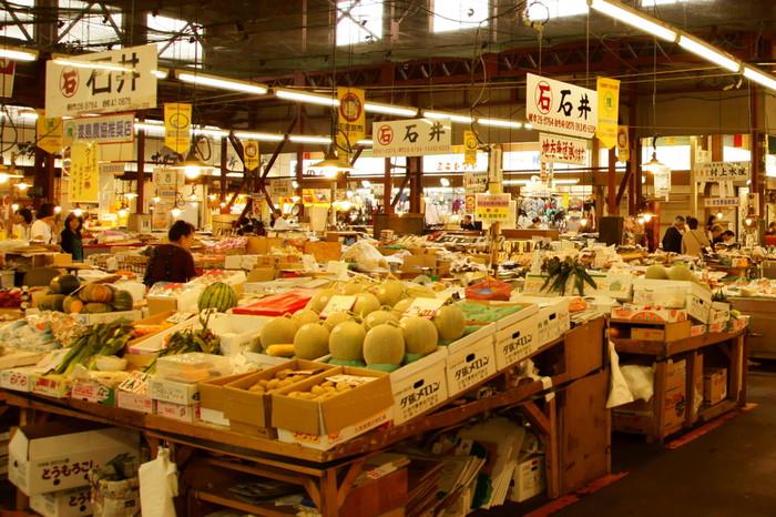 北海道で採れた美味しい農産物もたくさん。季節によって変わりますが、ホワイトコーン、デンスケスイカ、夕張メロン、アスパラ、じゃがいも、かぼちゃなど…豊富な北海道の恵みが勢ぞろいします。