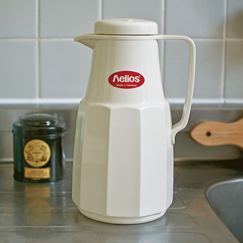 ヘリオスは1909年に誕生したドイツの魔法瓶メーカー。一流ホテルや病院などでも採用され、高い品質が評価されています。