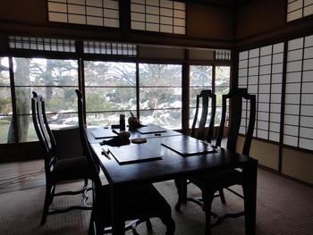 大正ロマンを感じさせる室内は、調度品も品良く、優雅で落ち着いた雰囲気です。