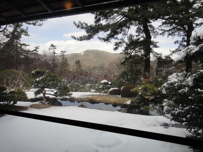 「月の間」や「涼風の間」等など、風情ある日本間が並び、各部屋からは、箱根の豊かな自然を背景にした、趣のある日本庭園がのぞめ、非日常の時間をゆったりと味わえます。