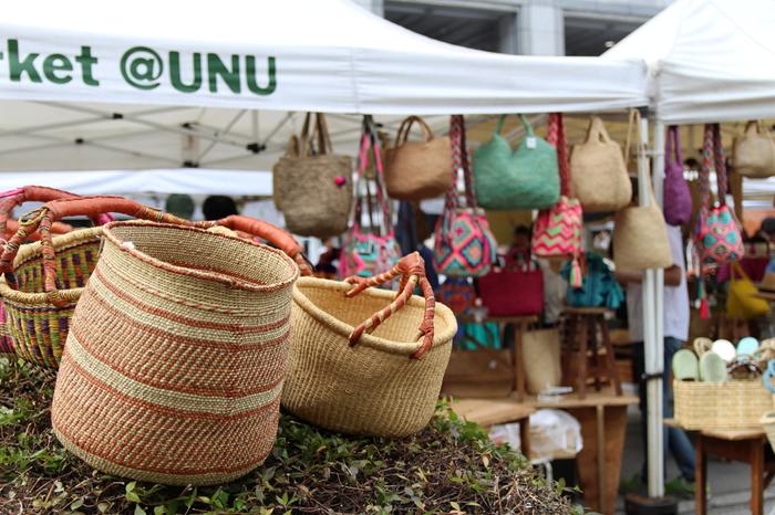 毎週土・日10:00~16:00に、青山にある国連大学前で開催されている「ファーマーズマーケット」は、まるで外国のマルシェのようなおしゃれな雰囲気が素敵なマーケットです。