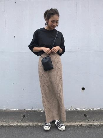 「Iラインニットスカート」は、足が隠れるロング丈を選べば、身体を冷やすこともなく、体のラインも出すぎないので、カジュアルなコーデにもぴったり。<RED CHOP WORKS(レッドチョップワークス)>のニットスカートは、ストンとしたすっきりシルエットで、ニット素材ながらもごわつきがなく、適度な女性らしさも演出できます。