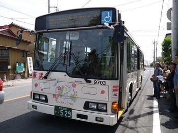 東武バス「小江戸名所めぐりバス」は、一般的な路線バスの大きさなのでたくさんの人が乗れるのが嬉しいところ。混んでいて乗れないという心配も少なそうです。