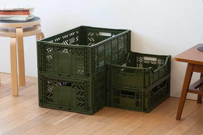 ヨーロッパのスーパーマーケットで、食品輸送などに使用されているマルチウェイボックス。業務用ならではの安心感のある頑丈な造り、積み重ねたり折りたたむことができる機能性を兼ね備えた、まさにマルチな収納ボックスです。