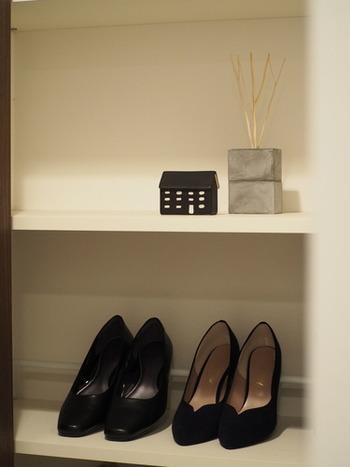 何かと増えていきがちな靴をスッキリ収納して、玄関をいつもキレイに保っておきたいものですよね。インテリアブロガーさんの靴収納のアイデアから学んでみましょう!