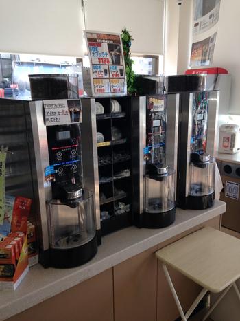セブンイレブン専用に設計されたというドリップマシーンは、一杯ずつ挽きたてで。アラビカ種のコーヒー豆を100%しており、さらに3種類の焙煎方法をブレンドしているため、豊かな味わいのコーヒーが楽しめるんだとか。