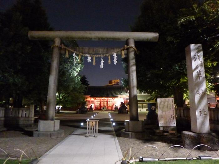 夜の幻想的な雰囲気もまたステキです。浅草駅から歩いて7~8分なので、浅草観光のラストに訪れてみるのもおすすめです。