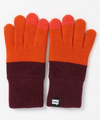 男女兼用のフリーサイズの手袋。手袋をつけたままスマートフォンの操作な優れもの。カラーやデザインが豊富なブランドなのでお気に入りを見つけてみてくださいね。