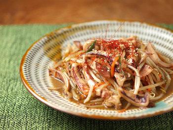 歯ごたえのいいゲソを肝といっしょに炒め物に。風味豊かで、たまらないおいしさ!おかずはもちろん、おつまみとしても極上の味わい。野菜もたっぷりで栄養バランスも抜群です。