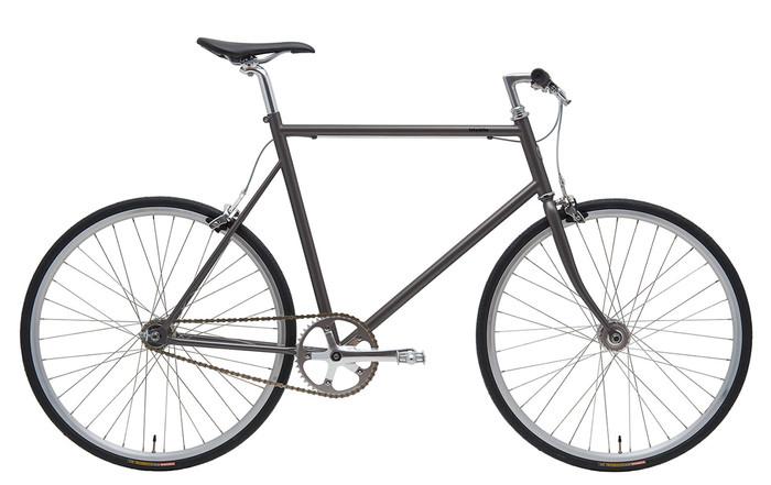 """こちらは""""自転車が本来持っている美しさを表現する""""ことをテーマにデザインされた、スタイリッシュな雰囲気の「TOKYOBIKE SS」モデル。シンプルでモダンなフレームデザインと、大人っぽいシックなカラーが印象的ですね。変速機能を持たないシンプルなギアでありながら、自転車との一体感を楽しめる魅力的なモデルです。"""