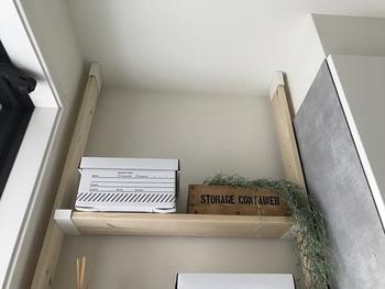 玄関のドア横のちょっとしたスペースにでも便利な棚を作ることができるので、玄関が片付きお好みの空間を作ることができます。