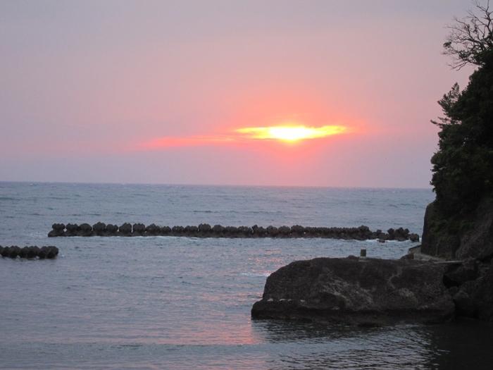 日没が早い季節は、展望風呂から美しい夕陽を眺めることができます。