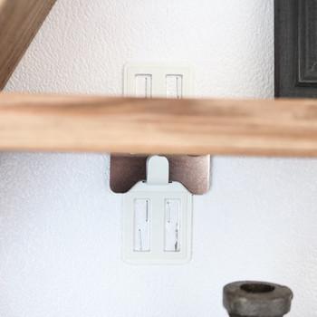壁に直接取り付ける場合はホチキスだけで取り付けられる「壁美人」を使うと壁に大きな穴を作らないので安心です。