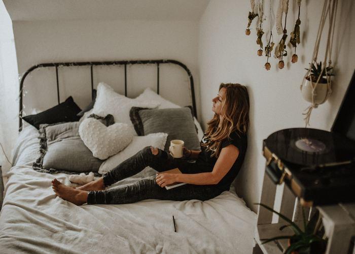 朝早く起きることで、今まではバタバタと過ごしていた平日や休日の朝のひと時も、ほっと安らぐ空間になります。暖かいコーヒーやココアを入れて、リラックスできる時間を持ちましょう。
