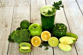 鮮やかな野菜、色とりどりの果物。たくさんの食材が身の回りに溢れていますが、本当に必要なものを選択して自分の体に取り込んでいますか? 食材のカラーにはそれぞれ意味があり、強みである栄養素も異なってきます。