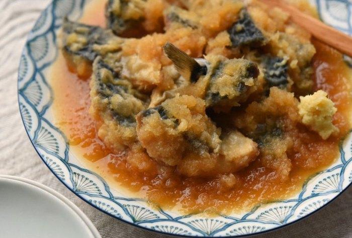 カラッと揚げた鯖を大根おろしを加えてさっと煮るおろし煮。水やだし汁は要りません。鯖のコクやうまみと大根おろしのさっぱりした味が、とてもよく調和します。