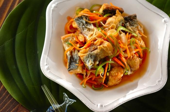 鯖とカレーは、濃厚な味同士それぞれの個性を引き立て合い、相性は抜群。とても印象的なマリネになります。前菜などにもおすすめですが、おかずに近い充実感といえそうです。たっぷり野菜やお酢で、栄養も豊富。