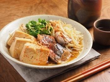 鯖の水煮缶で作る鯖豆腐もいいお味。使う材料は、ヘルシーでリーズナブルなものばかり。夜遅い夕食などにもいいですね。忙しいときや、お給料日前などにもいいかも。
