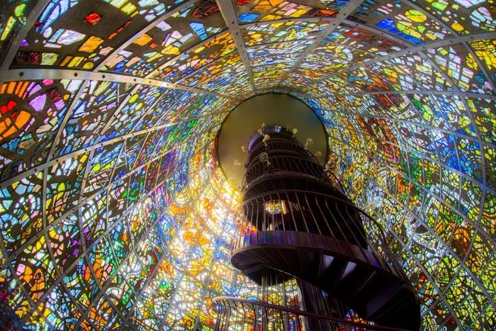 彫刻の森美術館は箱根登山鉄道「彫刻の森駅」から徒歩2分の場所にあります。温泉付きホテル「箱根小涌園ユネッサン」にもほど近い、野外彫刻を中心とした美術館です。
