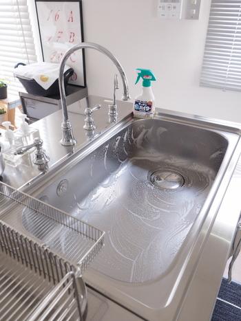 ナチュラルクリーニングで落とせない頑固な汚れには、塩素系漂白剤が向いています。 除菌・消臭に長けているので、ここぞというときに使いたいですね。