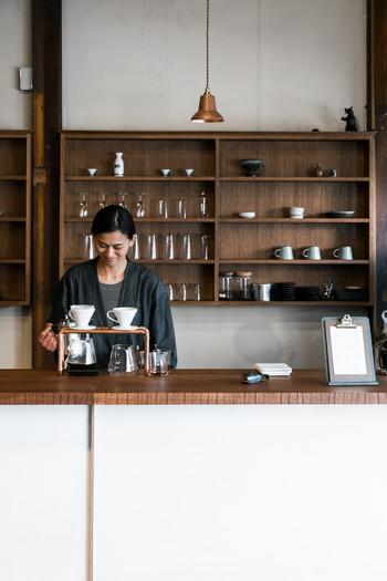 こちらはトーキョーバイクが運営する、レンタルバイクを中心としたコンセプトショップ「Tokyobike Rentals Yanaka」です。創業300年の歴史を誇る谷中の老舗酒店、「伊勢五本店」の建物を改装したコンセプトショップでは、シティガイドやコーヒースタンドのサービスも行っています。