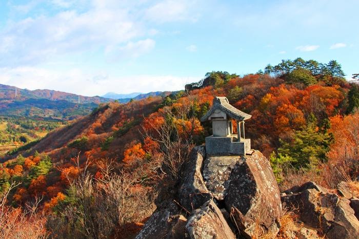 中之条町のシンボルの嵩山(たけやま)には、秋になると色とりどりの紅葉が色付きます。