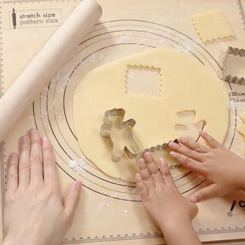 焼き上がったクッキーを入れるものいいですが、小さくて失くしやすいクッキー型や口金などを収納するのに便利です。キュートな形がいっぱいでついつい集めたくなるクッキーの型ですが、ガラスのクッキージャーに入れて見えるように収納すればもっと可愛いです。