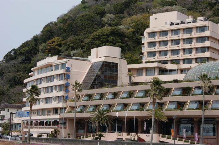 下田の老舗ホテルで、その名の通り黒船遊覧船を目の前に見ることのできる「黒船ホテル」。