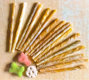 ワンちゃんのいるご家庭なら湿気が苦手なドッグフードの保存にも便利です。可愛らしい形のドッグフードもが増えてきて、ガラスのクッキージャーに収納すると置くだけで可愛いです。