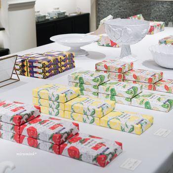 フランセは、果物と木の実の味を楽しむお菓子ブランドです。パッケージのデザインも、果物や木の実をイメージしています。