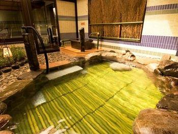 JR京都駅から徒歩3分とアクセス抜群のホテル。大浴場が天然温泉になっています。アルカリ単純泉で、冷え性と疲労回復に効果があります。