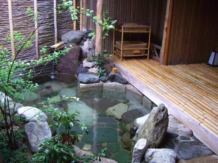 天橋立の老舗旅館「文珠荘 松露亭」。天橋立温泉は「神々の遊湯」とも呼ばれるほどの名泉。美肌や疲労回復、冷え性に効果があります。