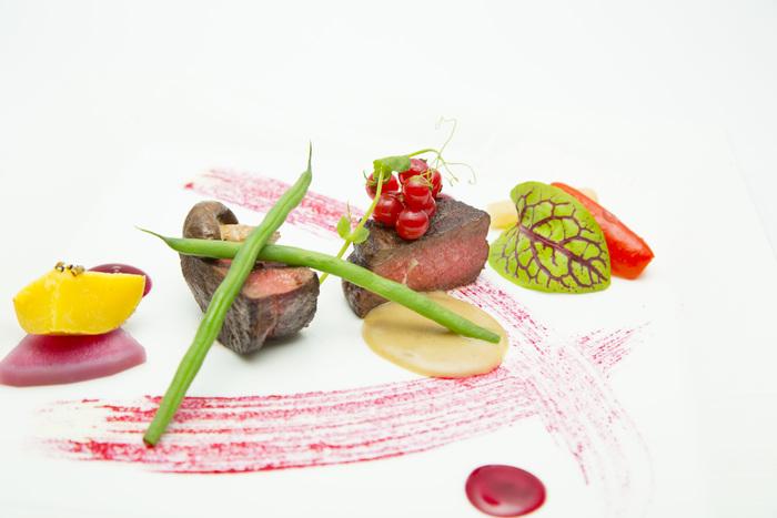 ■蝦夷鹿ロース肉のソテー  グランヴヌール、トリュフのクロケット、ビーツ、栗のピュレを添えて。