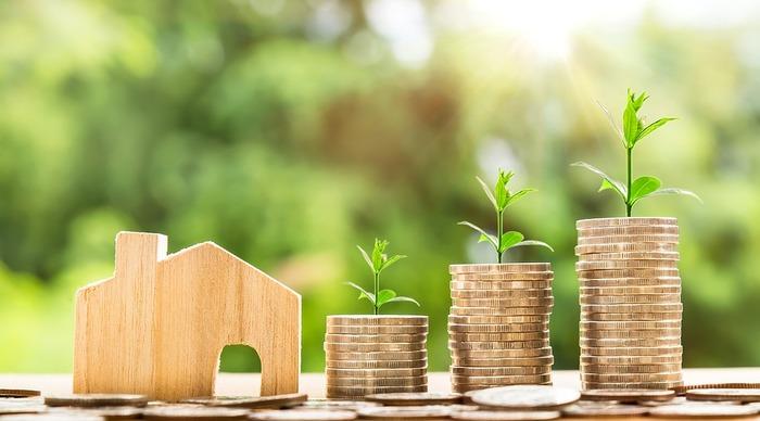 そうなると住宅ローンがとても重要になってきます。家賃の額と変わらないからと頭金をあまり入れずに、多額の借金をして住宅を購入しようとしていませんか?  人生の3大資金は教育資金、住宅資金、老後資金の3つです。この3つがバランスよくまわらなければ後で苦しい思いをすることに…。  一番長い返済期間、一番安い金利で組んでギリギリ購入できるという試算の物件は避けた方が無難です。身の丈にあった住宅を購入するようにしましょう。